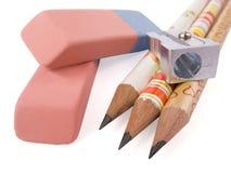 Bleistift, Bleistiftspitzer und Radiergummi Lizenzfreies Stockfoto