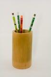 Bleistift in einem Bambus Stockbilder