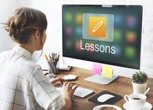 Bleistift-Ikonen-on-line-Bildung, die grafisches Konzept lernt lizenzfreie stockbilder