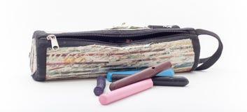 Bleistift-Kasten auf dem wite Hintergrund, Bleistiftkasten lokalisiert Lizenzfreies Stockfoto