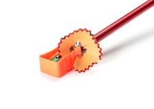 Bleistift mit Bleistiftspitzer Lizenzfreies Stockbild