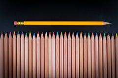 Bleistift mit dem Gummikopf, der heraus steht Stockfoto