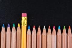 Bleistift mit dem Gummikopf, der heraus steht Lizenzfreies Stockfoto