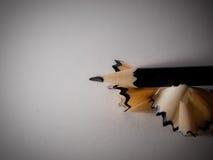 Bleistift mit Schnitzeln Stockbilder