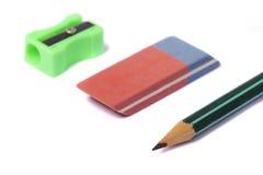 Bleistift, Radiergummi und Bleistiftspitzer Stockfoto
