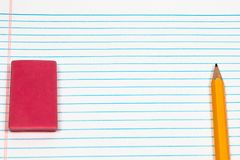2 Bleistift, Radiergummi und Ringbucheinlage mit viel des Raumes für Spindel Lizenzfreie Stockbilder