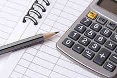 Bleistift, Rechner und Geschäftsbuch Lizenzfreies Stockbild