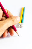 Bleistift-rotes Gelbgrün, drei Bleistifte auf weißem Hintergrund, Bleistifte, flache Tiefe Stockfotos