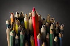 Bleistift spornen Konzept, scharfe kreative Idee, benutzte gebrochene Bleistifte an Stockfoto