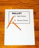 Bleistift-Stücke auf gefälschtem Stimmzettel Stockfotografie