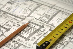 Bleistift, Tabellierprogramm und ein Unternehmensplan Stockfotografie