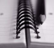 Bleistift u. Notizblock Lizenzfreies Stockbild