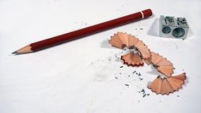 Bleistift und Bleistiftspitzer Lizenzfreie Stockbilder