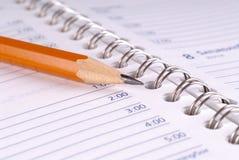 Bleistift und Buch Lizenzfreie Stockfotos