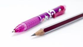Bleistift und ein rosa Farbstift Lizenzfreie Stockbilder