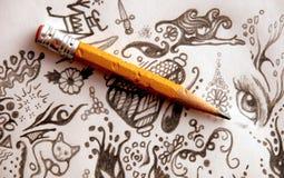Bleistift und Gekritzel Stockfoto