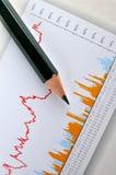 Bleistift und Geschäftsdiagramm Stockbilder