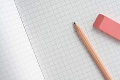 Bleistift und Gummi Lizenzfreie Stockfotos