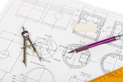 Bleistift und Kompassse lizenzfreie stockfotos