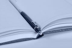 Bleistift und Notizbuch Stockfotografie