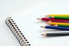 Bleistift und Notizbuch Lizenzfreies Stockfoto