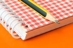 Bleistift und Notizbuch Stockbilder