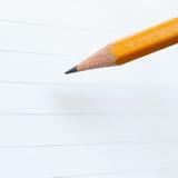 Bleistift- und Notizbuchpapier Stockfotos