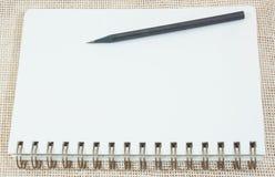 Bleistift und Papier Lizenzfreies Stockfoto