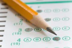 Bleistift und Prüfung Stockbild