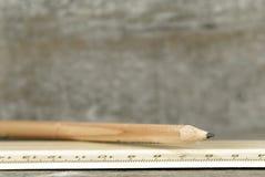 Bleistift und Regel Stockfoto
