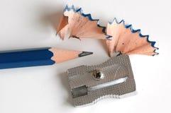 Bleistiftblau und -bleistiftspitzer Stockbilder