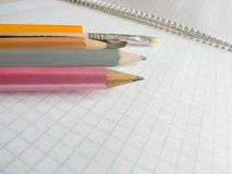 Bleistifte auf Copy-book Stockfotografie