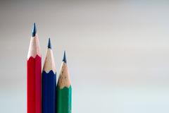 Bleistifte auf einem Holztisch Zurück zu Schule Lizenzfreie Stockfotos