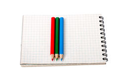 Bleistifte auf Notizbuch. Lizenzfreie Stockbilder