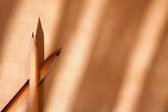 Bleistifte auf Papier Lizenzfreie Stockfotos
