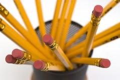 Bleistifte auf Schreibtisch. Stockfotos