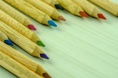Bleistifte in den verschiedenen Farben Lizenzfreies Stockbild