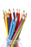 Bleistifte färben auf weißem Hintergrund lizenzfreies stockbild