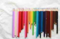 Bleistifte für das Zeichnen, alte Weinlese färbten Bleistifte Lizenzfreies Stockfoto