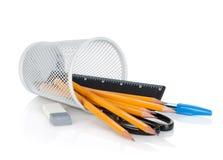 Bleistifte, Federn, Tabellierprogramm, Scheren und Gummi Lizenzfreie Stockfotografie