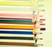 Bleistifte gestapelt im Blockhaus Stockbild
