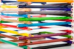 Bleistifte gestapelt im Blockhaus Stockbilder