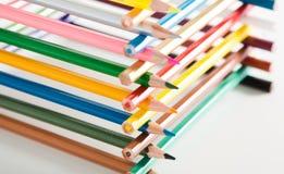 Bleistifte gestapelt im Blockhaus Lizenzfreie Stockfotografie