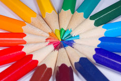 Bleistifte herum ausgebreitet Stockbild