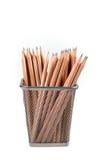 Bleistifte im Metallgitterbehälter Lizenzfreie Stockfotos