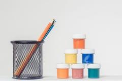 Bleistifte im Stand und im gouche Lizenzfreie Stockfotos