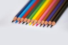 Bleistifte lokalisiert auf einem Weißbuchhintergrund, selektiver Fokus Stockfotografie