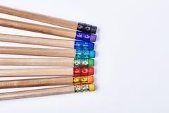 Bleistifte mit bunten Radiergummis Stockfotos