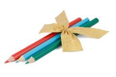 Bleistifte mit einem goldenen Bogen Lizenzfreies Stockfoto