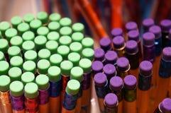 Bleistifte mit farbigen Radiergummis Stockfoto